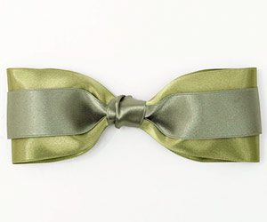 different uses for ribbon rolls when making holiday and gift bows