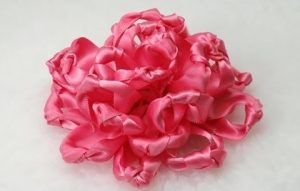 use double face satin ribbon rolls to make pretty flowers for decorations
